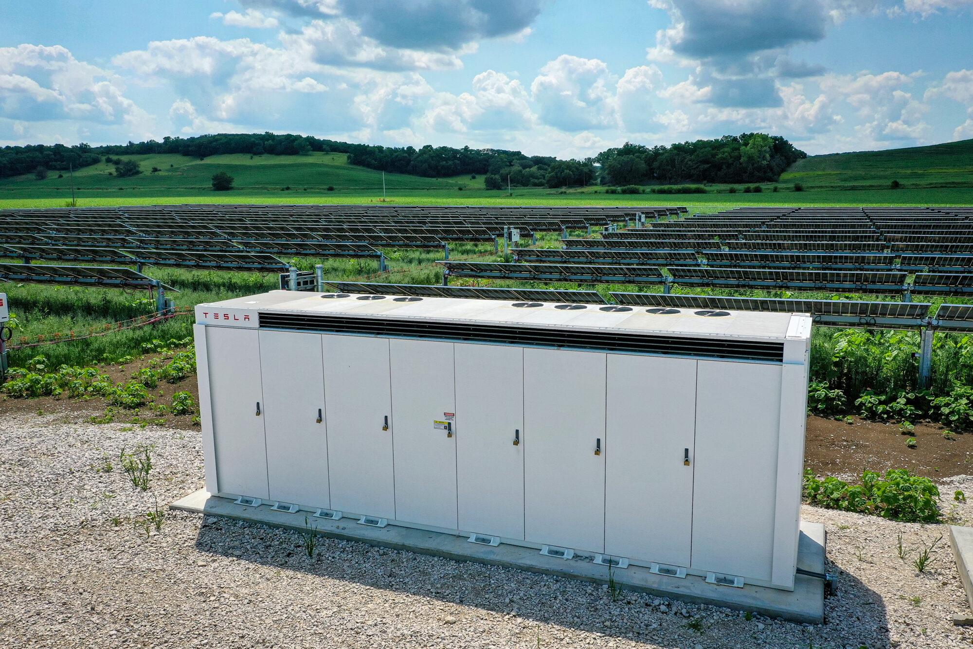 resized battery Tekamah Solar Field-0689